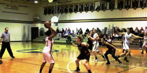 Boys basketball falls during playoffs, Girls make it to West Sectional Finals