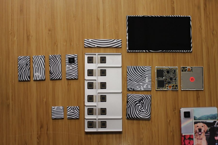 Google displays the modules of the Project Ara prototype.