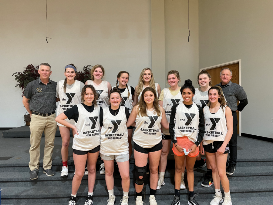 The girls basketball team gathers for a non-traditional winter rec league season.